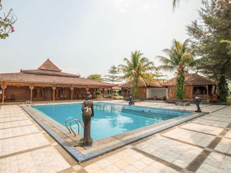 OYO 1347 Joglo Garut Cottage Syariah Garut - Swimming Pool