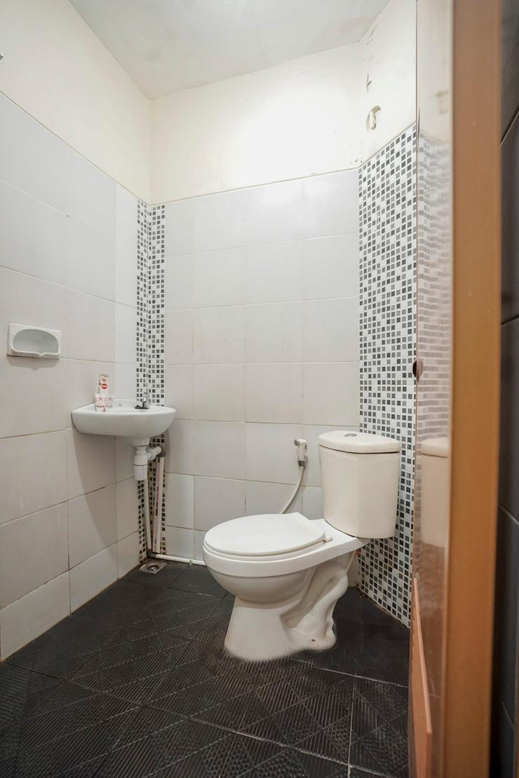OYO 325 Maleo Residence Palembang II Palembang - Bathroom