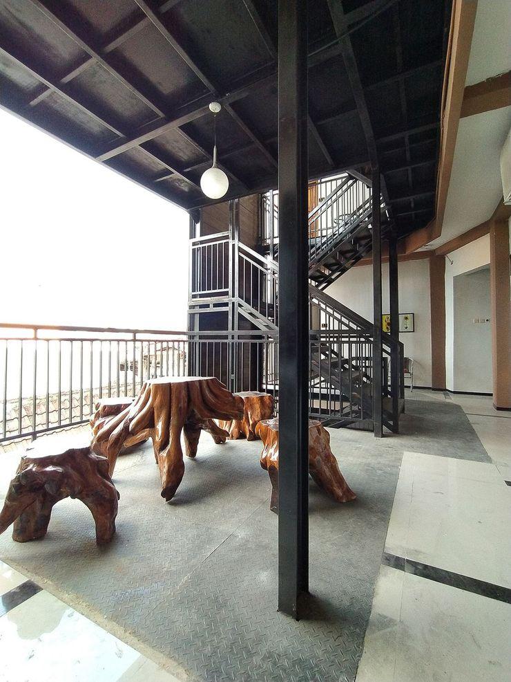 Nirmala Guest House Malang - Balcony