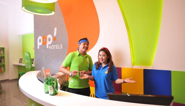 POP Hotel Diponegoro Surabaya - Reception Counter