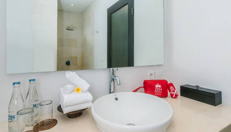 ZenRooms Ubud Penestanan 2 Bali - Kamar mandi