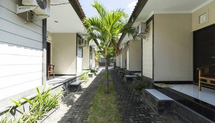 RedDoorz @Raya Jimbaran Bali - Eksterior