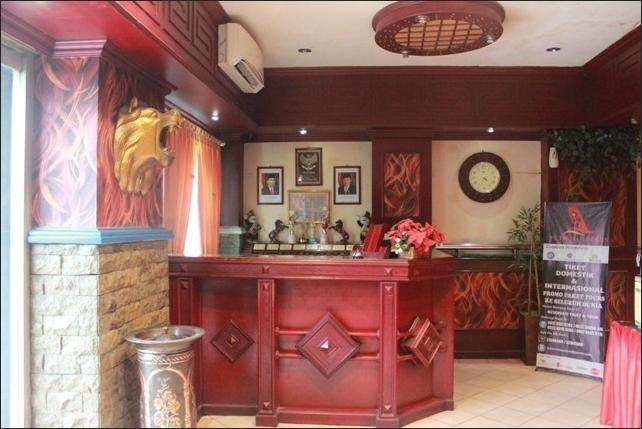 Hotel Sentosa Palembang - Receptionist