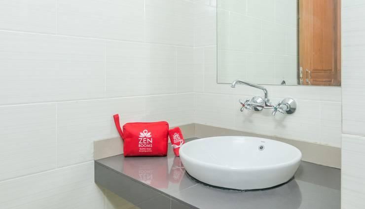 ZenRooms Tuban Dewi Sartika - Kamar mandi