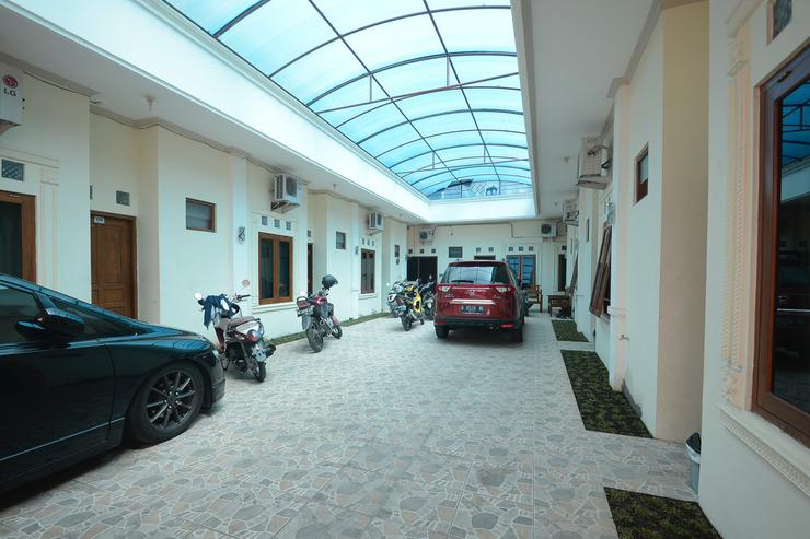 Airy Eco UNISRI Kalingga Utara Satu Solo - Parking Lot