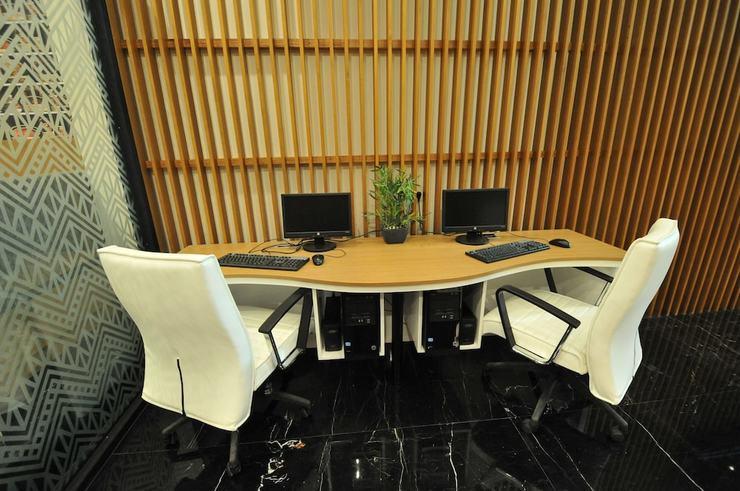 Clay Hotel Jakarta - Business Center