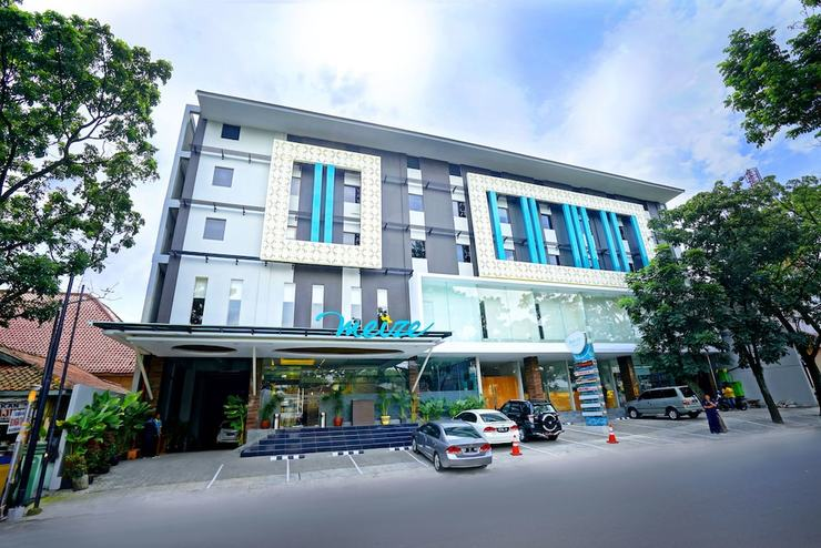Meize Hotel Bandung - Featured Image