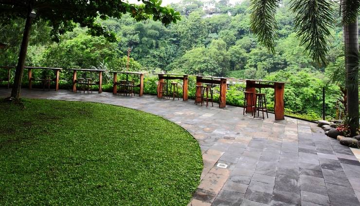 Oak Tree Emerald Semarang - POOL BAR