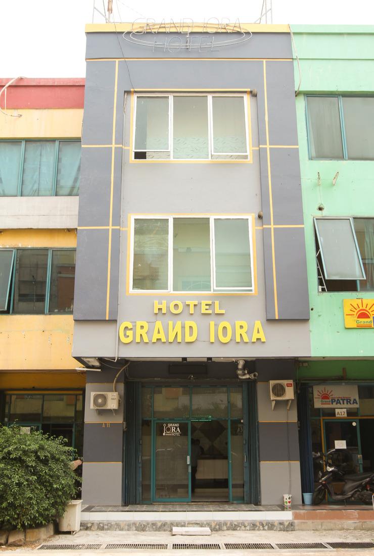 Hotel Grand Iora Bekasi by MyHome Hospitality Bekasi - Facade