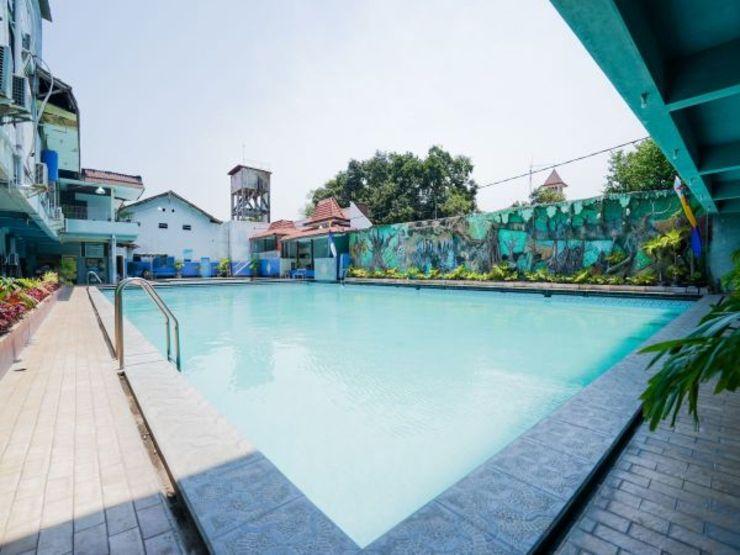 OYO 1652 Hotel Tampiarto Probolinggo - Swimming Pool