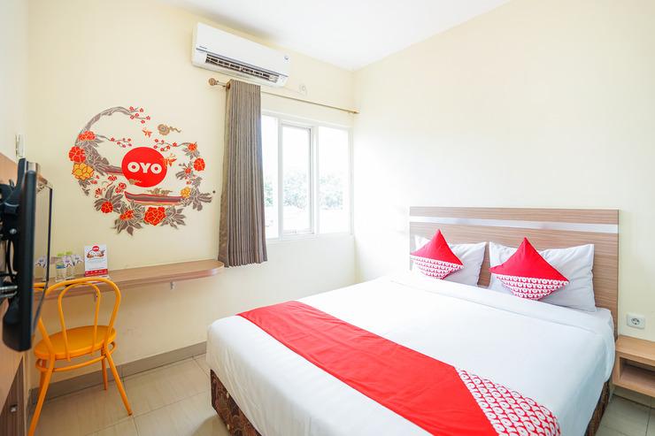 OYO 221 Pratisarawirya Near RSU Haji Surabaya Kota Surabaya Surabaya - Bedroom