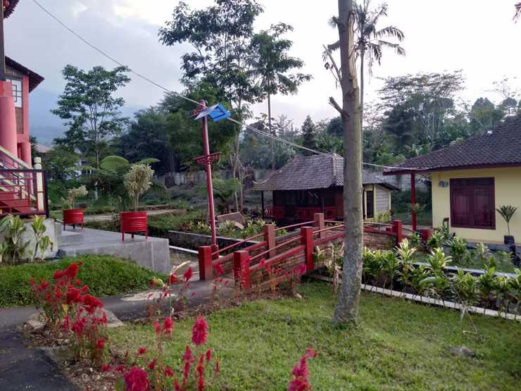 Resort Highlander Bogor - rumah panggung