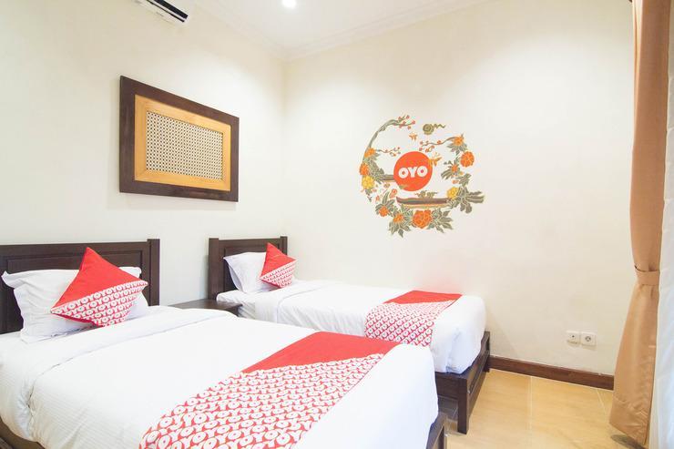 OYO 261 Sasono Putro Guest House Yogyakarta - BEDROOM
