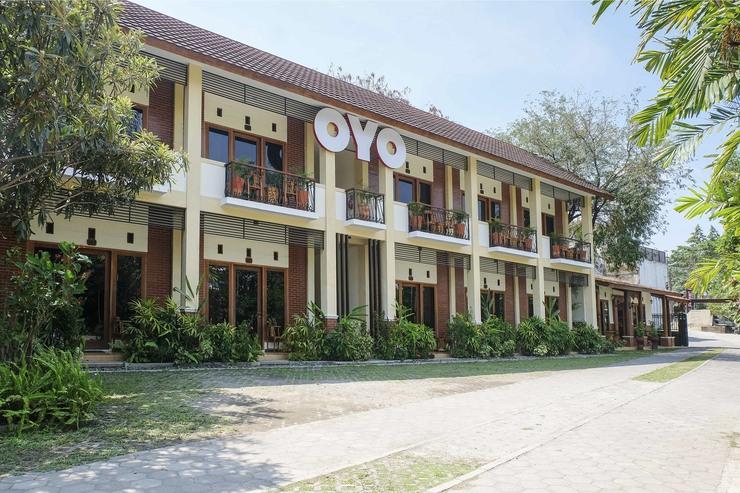 OYO 261 Sasono Putro Guest House Yogyakarta - Facade