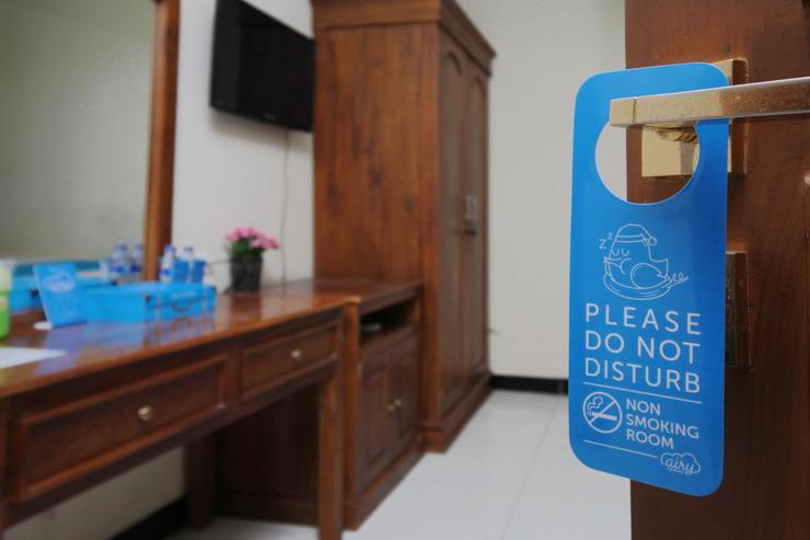 Airy Syariah Manahan Bangau Enam 8 Solo - Door Hanger