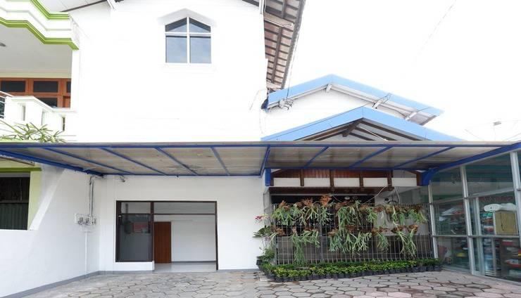 RedDoorz near Mall Ciputra 2 Semarang - Facade