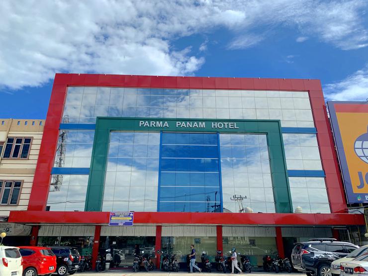 Parma Panam Hotel Pekanbaru - Front view