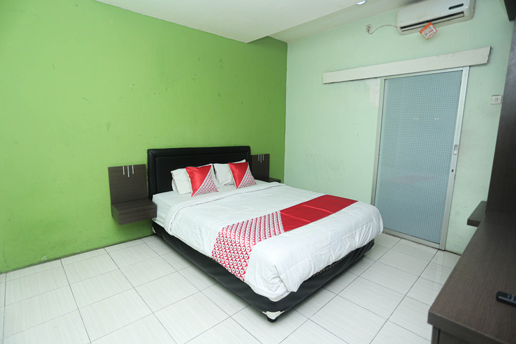 OYO 2524 Royal Borneo Guesthouse Banjarmasin - Deluxe Double
