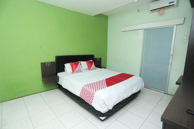 OYO 2524 Royal Borneo Guesthouse Banjarmasin - Deluxe Double