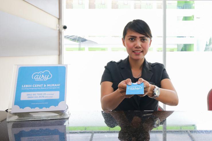 Airy Eco Raya Lembang 51 Bandung Bandung - Receptionist
