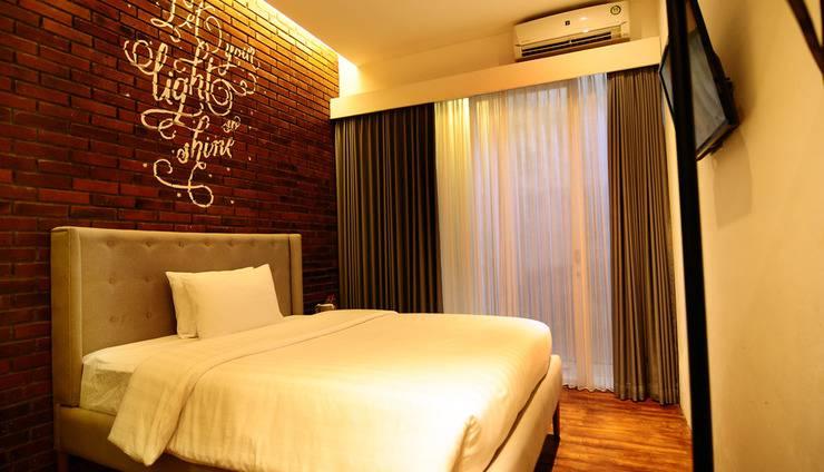Woodpecker Hotel Yogyakarta - Deluxe Double