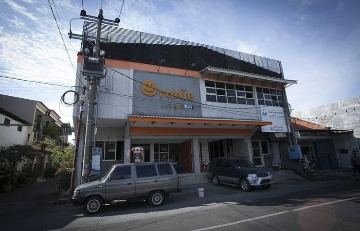 RedDoorz near Suroboyo Carnival Park Surabaya - Exterior