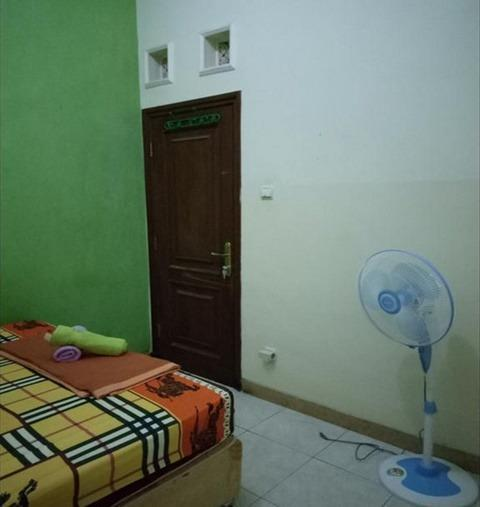 Sabrina Syariah Homestay Malang - Room