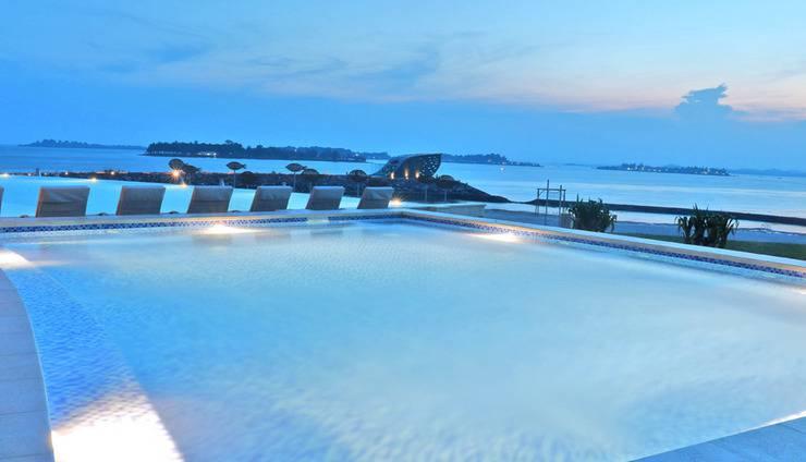 HARRIS Resort Barelang Batam Batam - Swimming Pool