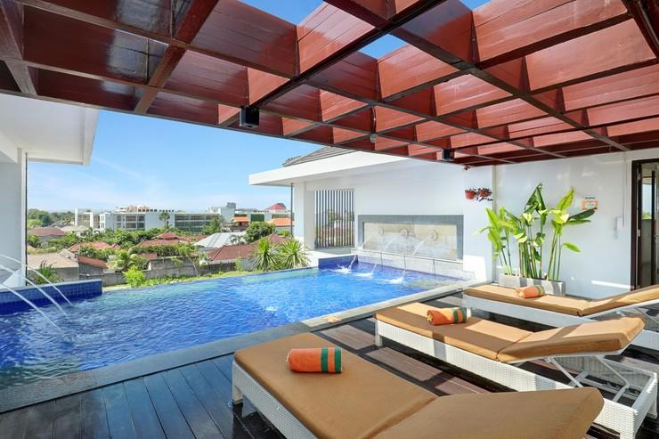 HARRIS Hotel Seminyak Bali - FLYING POOL
