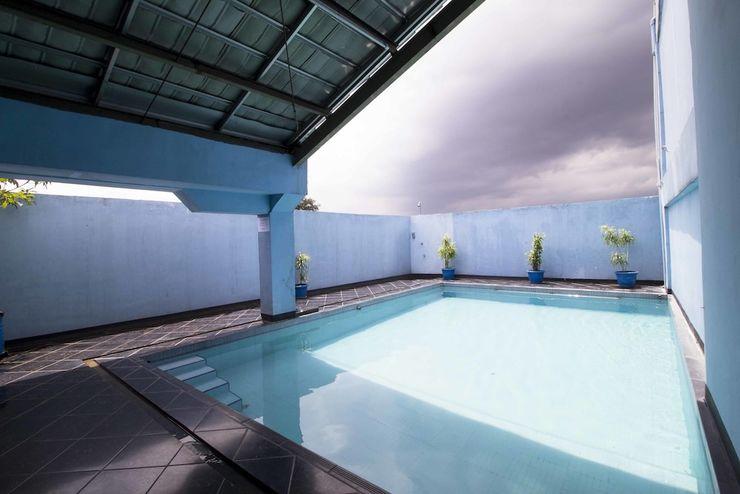 RedDoorz @Cihampelas 3 Bandung - Outdoor Pool
