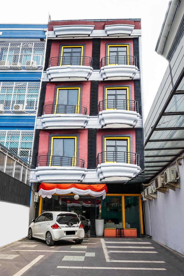 OYO 119 Belvena Hotel Jakarta - Fasad