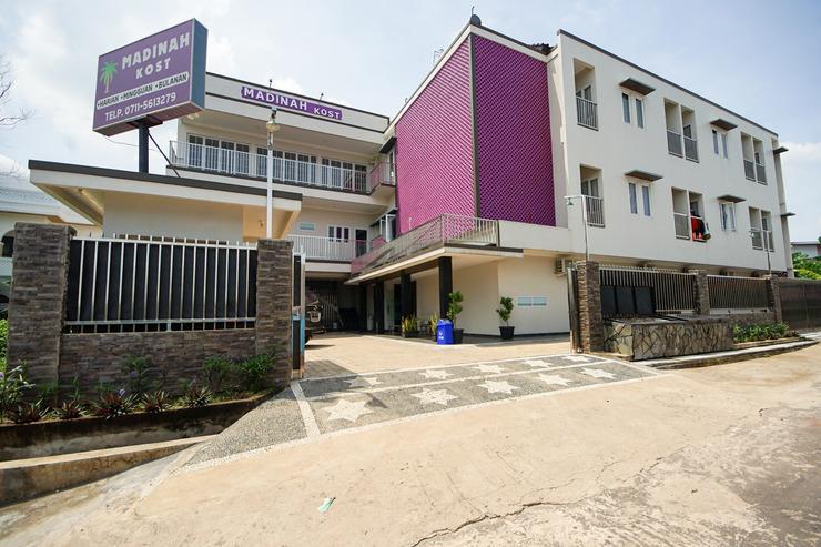 OYO 270 Madinah Residence Syariah Palembang - Facade