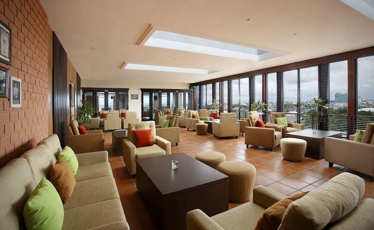 Hotel Santika Makassar - Lobby Lounge