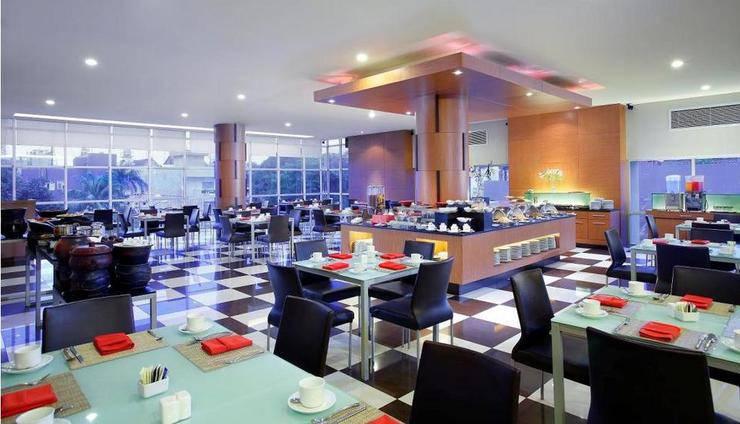 Hotel Santika Makassar - Kafe Kolasi