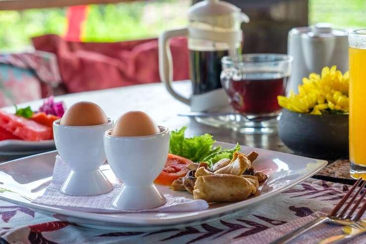 Kamar Kamar Rumah Tamu - Boutique Hotel Bali - Food and Drink