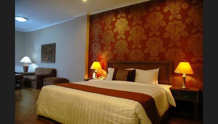 Riyadi Palace Hotel Solo - Featured Image