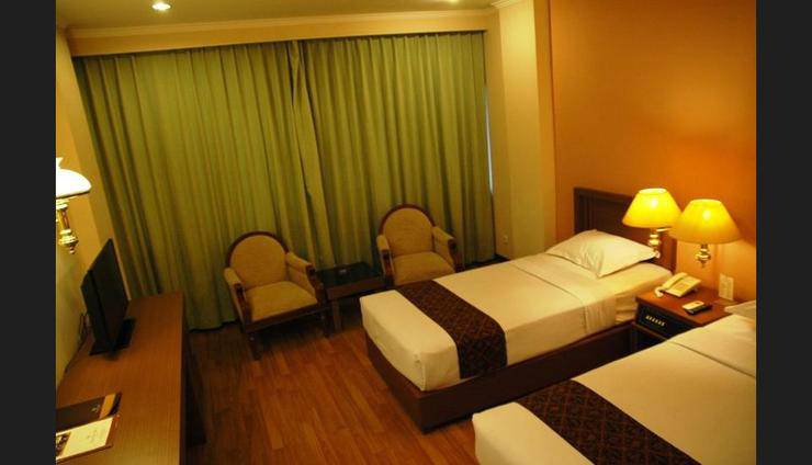Riyadi Palace Hotel Solo - Guestroom