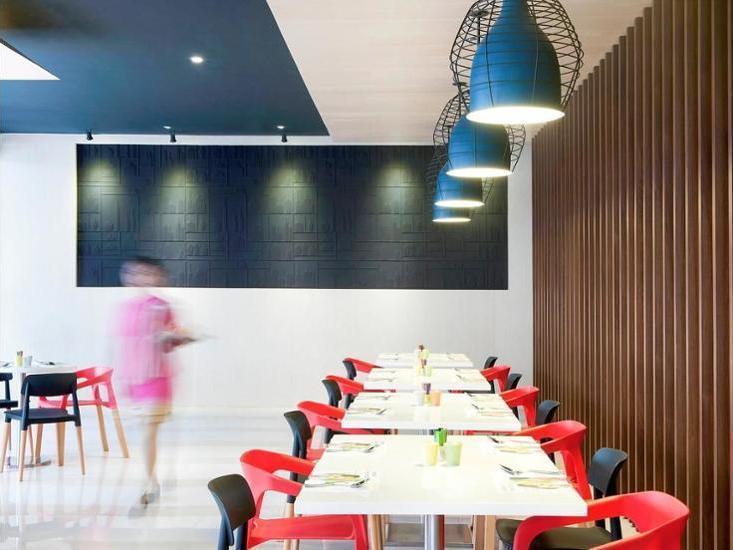 ibis Styles Jakarta Airport - Dining