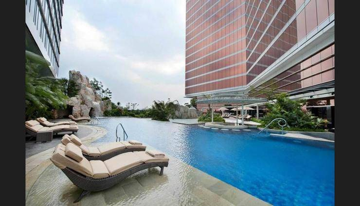 The Trans Luxury Hotel Bandung - Outdoor Pool