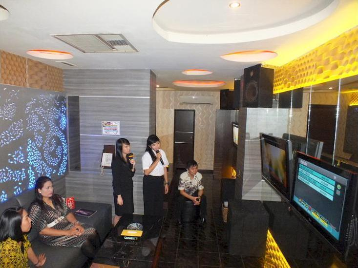 Grand Palace Hotel Makassar - Karaoke Room