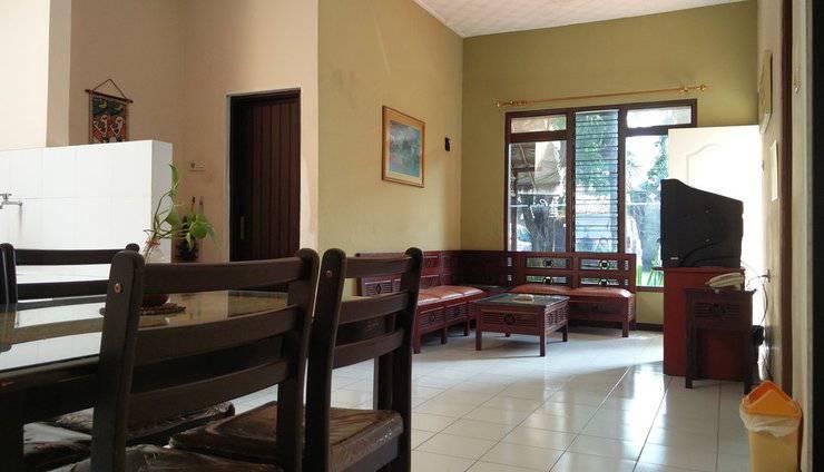 Patria Garden Hotel Blitar - Living room 3 in 1