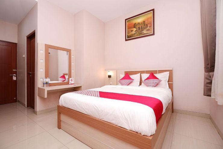 OYO 1532 Mawar Indah Hotel Solo - Bedroom S/D
