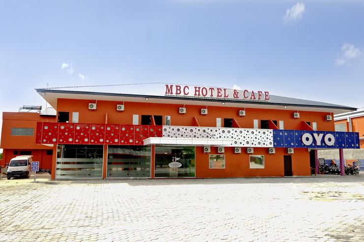 OYO 762 Dna Fun Zone Mbc Hotel Pekanbaru - Facade