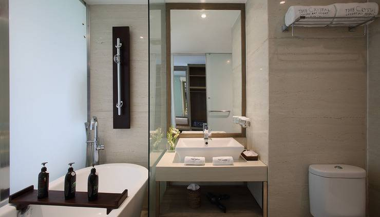 The Crystal Luxury Bay Resort Nusa Dua Bali - Bathroom