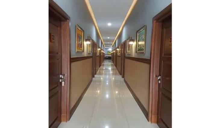 Montana Hotel Kuningan - Corridor