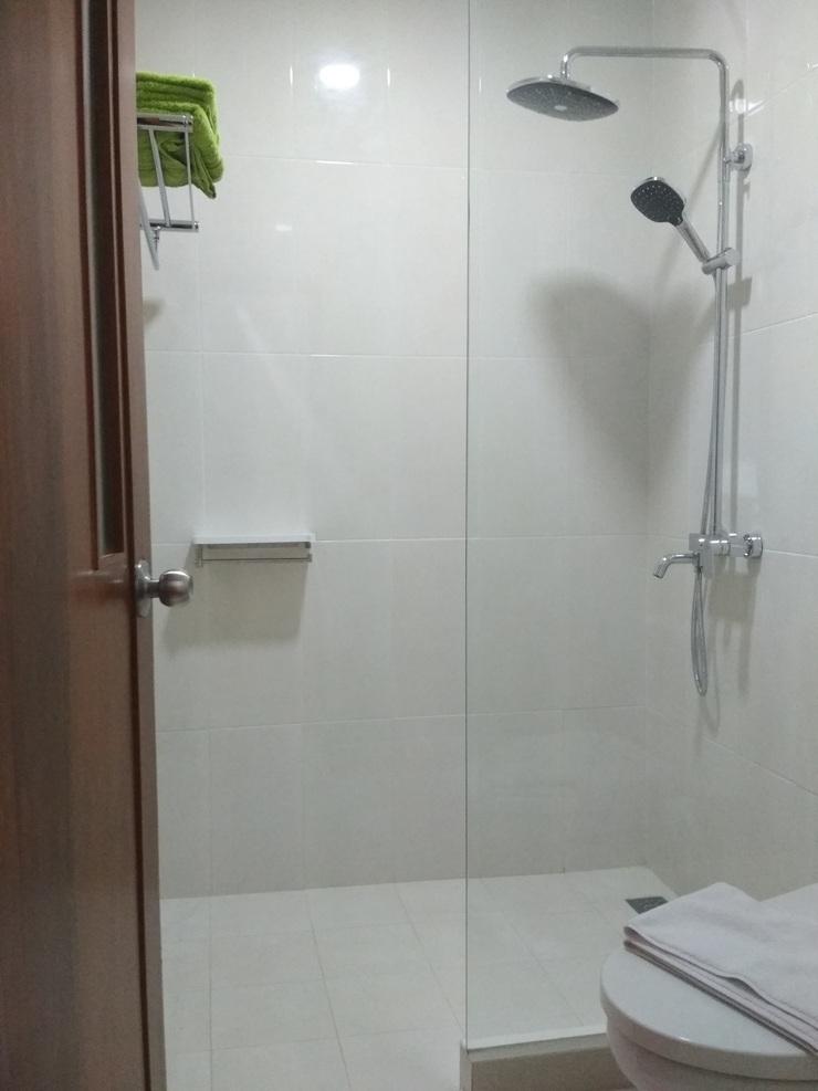 Hotel Huswah Airport Tangerang - Executive Bathroom