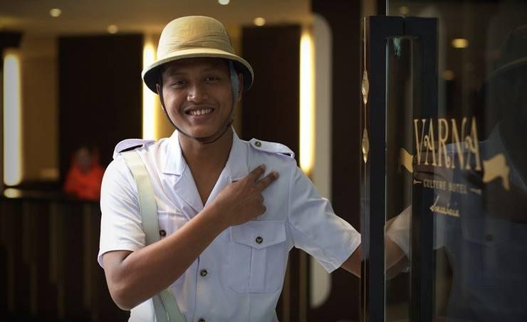 Varna Culture Hotel  Surabaya - Bellboy