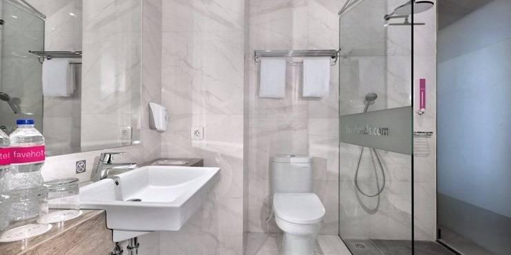 favehotel Tasikmalaya Tasikmalaya - Bathroom