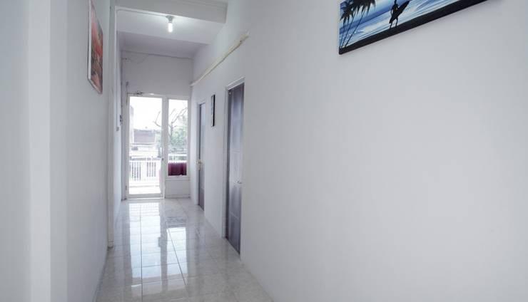 RedDoorz @ Wiyung Surabaya - Corridor