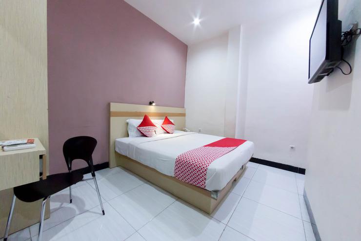 OYO 2087 Jaya Homestay Makassar - Standard Double Bedroom